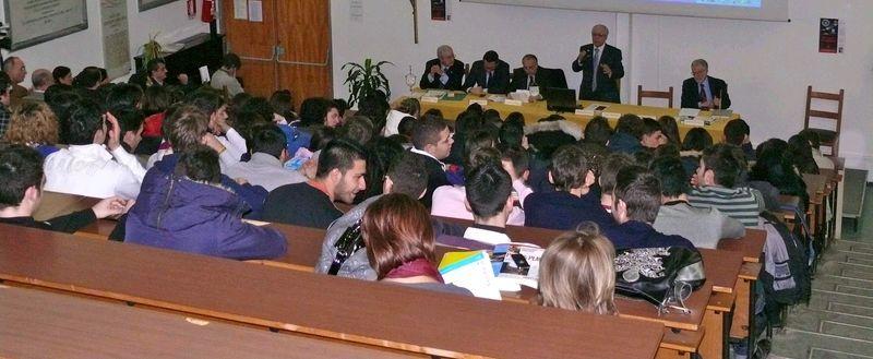 20 febbraio 2010 L'incontro con gli studenti su Emilio Alessandrini all'ITC Giannone di Foggia