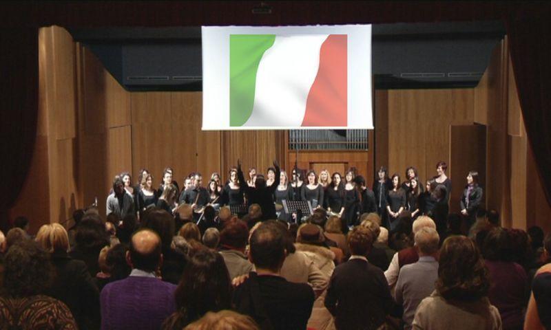 29 gennaio 2001, momento finale dell'evento insieme si canta l'Inno d'Italia, sotto il Tricolore.