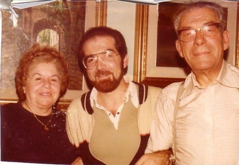 Con mio padre Vincenzo, maresciallo dei Carabinieri per 40 anni, e mia madre Angela Capua, maestra elementare medaglia d'oro