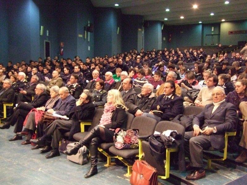 Incontro sul giusto Giovanni Palatucci allievi poliziotti e studenti ascoltano