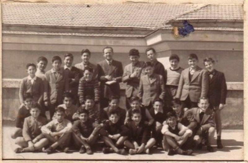 Pescara-1953-Scuola Media D.Tinozzi.Nella prima fila al centro con Emilio Alessandrini