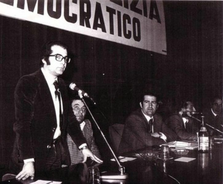 Roma-1974-Incontro del Movimento-Si riconoscono l'on. Bonalumi e Sergio Flamigni